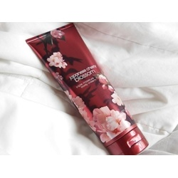 bath & Body works Triple Moisture Japanese Cherry Blossom Body Cream  cherry blooms