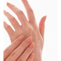 Kem dưỡng đặc trị chống lão hoá da tay Kose coen rich Q10  80g